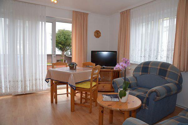 Wohnzimmer im Ferienhaus im Ostseebad Binz auf Rügen – Apartments Biermann