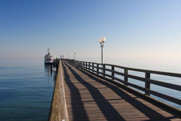Seebrücke mit Fährverbindung vom Ostseebad Binz auf Rügen