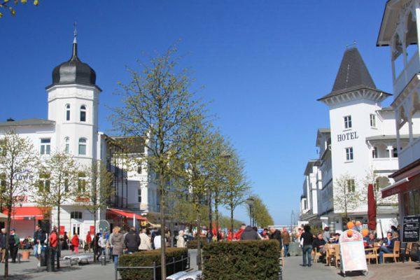 Fußgängerpassage im Ostseebad Binz auf Rügen