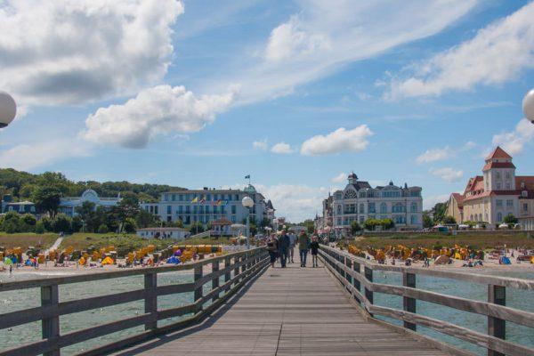 Seebrücke und Kurhaus im Ostseebad Binz auf Rügen